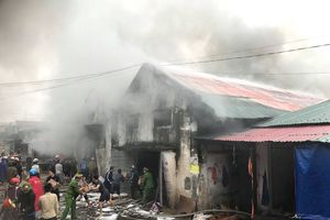 Bộ Công an phối hợp điều tra vụ cháy kho chứa hàng 2.000m2 tại Nghệ An