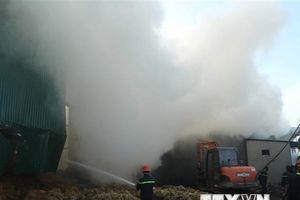 TP.HCM: Cháy 3 kho phế liệu, trên 500m2 nhà xưởng bị thiêu rụi
