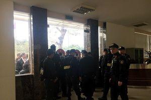 Nhiều thương binh ào vào tòa nhà VFF vì bức xúc chuyện mua vé