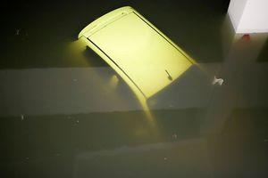 XE HOT (10/12): Kia Morning có phiên bản mới giá rẻ, nhiều xe tiền tỷ chìm trong nước ở Đà Nẵng