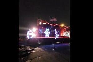 Clip: Chuyến tàu Noel lung linh huyền ảo dành riêng cho du khách mùa Giáng Sinh