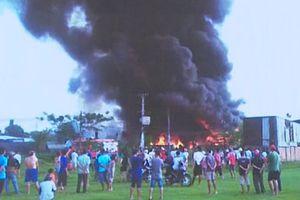 Cháy dữ dội xưởng phế liệu rộng hàng trăm mét vuông ở TP.HCM