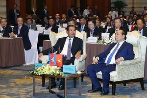 Thủ tướng Nguyễn Xuân Phúc và Thủ tướng Campuchia Samdech Techo Hun Sen dự diễn đàn doanh nghiệp Việt Nam-Campuchia
