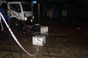 Chồng chết, vợ bị thương do vướng vào dây điện sà xuống đường