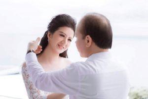 Vợ mới cưới của Thứ trưởng Bộ Tài chính khoe được ưu ái nhiều vé xem bóng đá