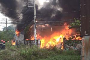 TP HCM: Cháy lớn xưởng phế liệu, hơn 100 chiến sỹ tham gia dập lửa