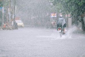 Đà Nẵng hứng chịu hậu quả kinh hoàng của mưa lớn: Sinh viên bỏ túi ngay bí kíp sống sót qua ngày nước ngập nửa phòng trọ