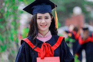 Cận cảnh nhan sắc 'không tuổi' cô 'hoa khôi' Đại học Vinh của Quế Ngọc Hải