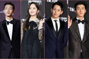 Thảm đỏ 'MAMA 2018': Jung Hae In, Kim So Hyun - Lee Ki Woo và Ji Soo tỏa sáng cùng Wanna One