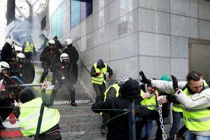 Thảm họa kinh tế sau 'cơn bạo loạn áo vàng' lan rộng ở Pháp