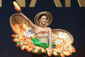 H'Hen Niê tự tin trình diễn 'Bánh mì' trong đêm thi Trang phục dân tộc ở Miss Universe 2018