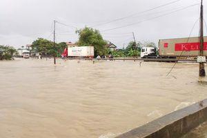 Thừa Thiên Huế: Mưa lớn gây ngập cục bộ, nhiều trường cho học sinh nghỉ học
