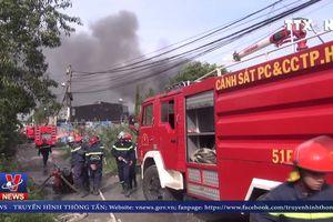 Cháy lớn 2 nhà xưởng tại TP Hồ Chí Minh