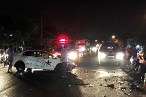 Bình Dương: Hai ôtô đối đầu với nhau khiến 3 người nguy kịch