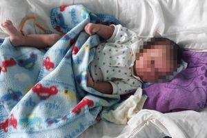 Bé sơ sinh 2 tuần tuổi bị bỏ rơi trước cổng chùa ở Ninh Thuận