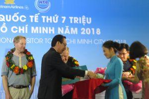 Đón khách quốc tế thứ 7 triệu đến TP Hồ Chí Minh