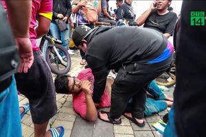 Hàng vạn CĐV dựng lều, giẫm đạp để mua vé trận Malaysia vs Việt Nam