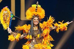Bộ quốc phục 'chim két' của đại diện Brazil ở Hoa hậu Hoàn vũ 2018