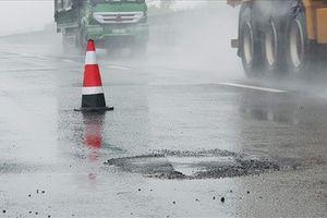 'Ổ gà' lại hiện diện trên cao tốc Đà Nẵng – Quảng Ngãi