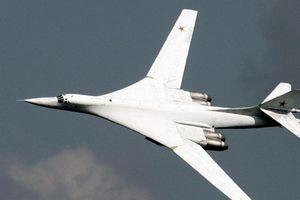 Chiến đấu cơ Na Uy bám đuôi máy bay ném bom Nga tới Venezuela