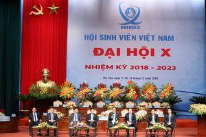 Bộ trưởng Phùng Xuân Nhạ đối thoại với sinh viên