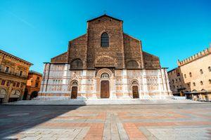 Khó tin nhà thờ xây hàng trăm năm chưa hoàn thành