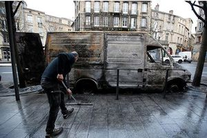 Pháp tìm cách giải quyết các vấn đề sau biểu tình