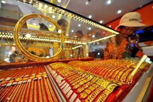 Dùng vàng giả để 'tráo' lấy vàng thật không qua mắt được chủ tiệm vàng