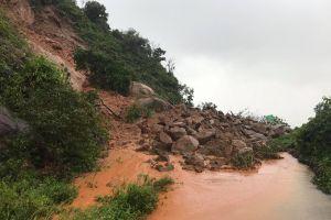 Đà Nẵng: Mưa lớn nhiều ngày, bán đảo Sơn Trà sạt lở nhiều khu vực
