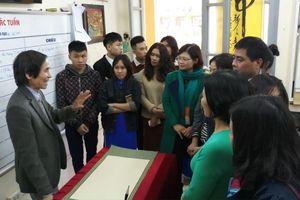 'Cán bộ di tích, hướng dẫn viên du lịch phải biết Hán Nôm'