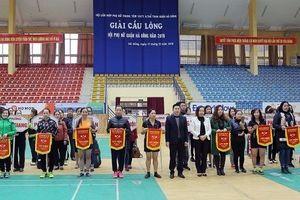 Hơn 100 vận động viên tham dự Giải cầu lông Hội phụ nữ quận Hà Đông
