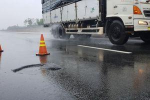 Cao tốc Đà Nẵng - Quảng Ngãi: 'Bệnh cũ tái phát' sau 2 ngày dầm mưa