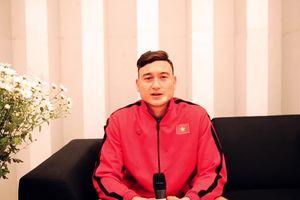 Thủ môn Đặng Văn Lâm trả lời phỏng vấn bằng tiếng Anh trước thềm chung kết