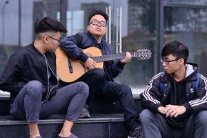 Chàng trai 'đặc biệt' nhất trường Văn hóa nghệ thuật Quân đội sáng tác bài hát cổ vũ ĐT Việt Nam
