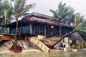 Công an các tỉnh miền Trung cùng dân ứng phó và khắc phục hậu quả mưa lũ