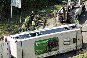 Xe buýt chở đội bóng rổ bị lật ở Colombia khiến 9 người thiệt mạng
