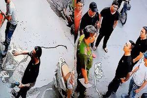 Gia đình bị nhóm người xăm trổ dùng máy cưa, dầu nhớt 'khủng bố' nhiều lần ở Sài Gòn