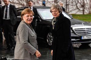 Tình huống bối rối khi Thủ tướng Anh đến Berlin gặp bà Angela Merkel