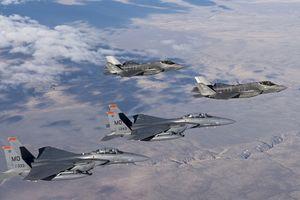Sau mỗi chuyến bay, F-35 phải phủ lại sơn tàng hình