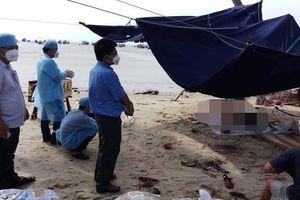 Thi thể người đàn ông chân bị buộc chặt 2 tảng đá nổi trên biển