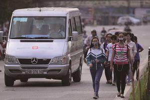 Xử phạt người đi bộ vi phạm giao thông: Bắt cóc bỏ đĩa