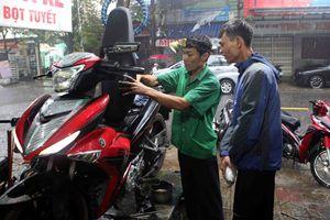 Anh sửa xe 'cực chất' ở Đà Nẵng, cứu cả trăm xe máy miễn phí cho dân
