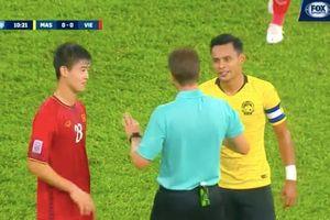 CĐV Malaysia tố ngược tuyển Việt Nam chơi 'kung fu'!