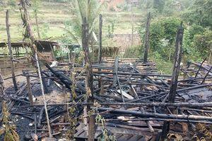 Sau tiếng nổ, ngôi nhà 3 gian bị thiêu rụi trong đêm