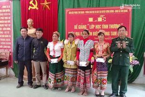 'Lớp học tình thương' xóa mù chữ cho 34 phụ nữ xã biên giới