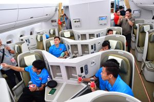 Tuyển Việt Nam về Hà Nội trên máy bay đặc biệt