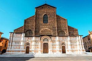 Nhà thờ xây nhiều thế kỷ chưa xong vì… hết tiền
