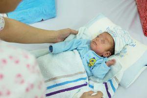 123 ngày thần kỳ của bé trai sơ sinh suy hô hấp, nặng vỏn vẹn 700g