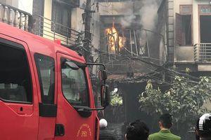 Cháy lớn quán karaoke trong ngõ hẹp ở Hà Nội