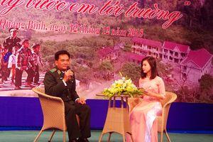 Quảng Bình: Giao lưu 'Chiến sĩ quân hàm xanh - Nâng bước em tới trường'